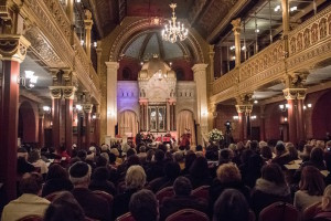 Krakow_synagogue_inside2